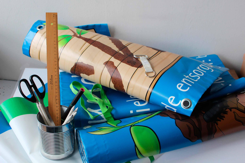 Upcycling: Aus Bannern werden Taschen genäht